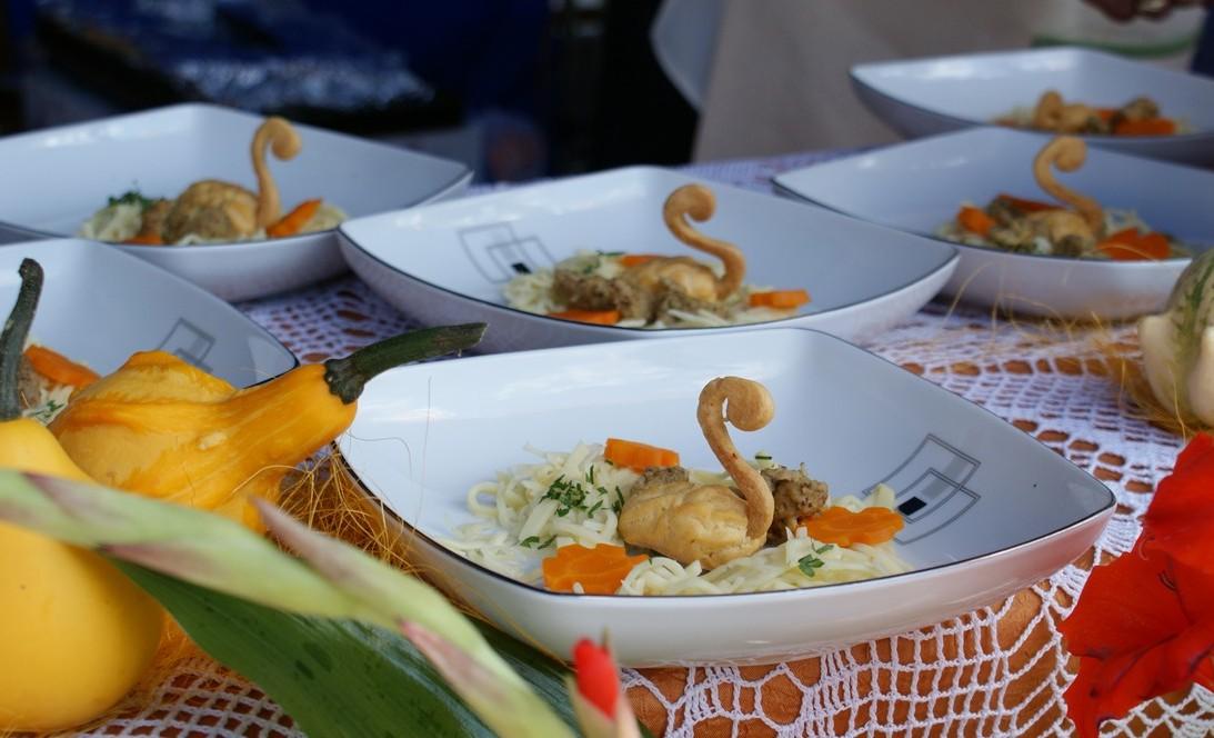 Najsmakowitszy rosół przygotowany przez KGW Sobolów oraz Restaturację Chata Gieda